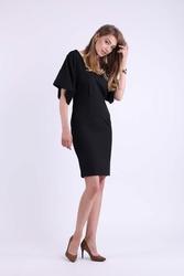 Ołówkowa Czarna Sukienka z Dekoltem na Plecach