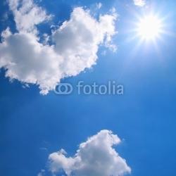 Plakat na papierze fotorealistycznym piękne błękitne niebo z chmurami i słońcem
