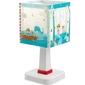 Lampka nocna pinokio stojąca na szafkę