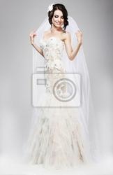 Obraz oczekiwanie. piękna panna młoda w białej jubilant suknia ślubna
