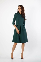 Zielona rozkloszowana sukienka z wywijanym kołnierzem
