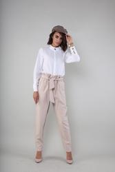 Eleganckie spodnie z wiązanym paskiem - beżowe