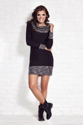 Czarna casualowa sukienka z długim rękawem z obfitym golfem
