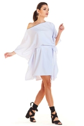 Kimonowa biała sukienka z paskiem