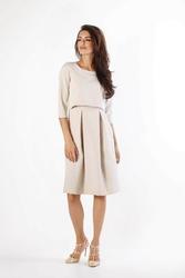 Beżowa klasyczna sukienka z kontrafałdami w nowej odsłonie