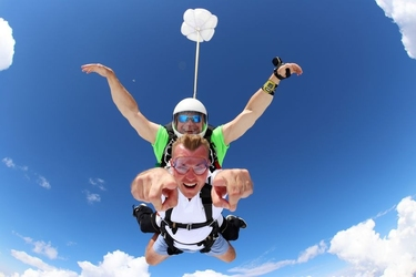 Skok ze spadochronem - zielona góra
