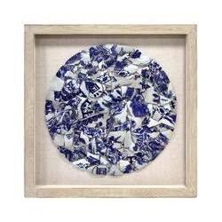 Hk living :: okrąg z niebieskiej i białej porcelany w ramce na bawełnianym tle