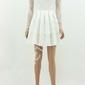 Biała delikatna sukienka z miękką koronką