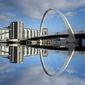 Obraz na płótnie canvas nowy most odzwierciedlenie w rzece clyde szkocja szkocja
