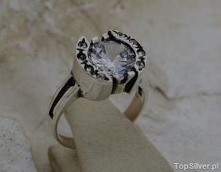 Austria - srebrny pierścionek z kryształkami