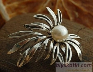 Syria - srebrna broszka broszka z perłą