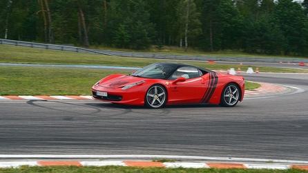 Jazda ferrari f458 italia - kierowca - silesia ring tor główny - 2 okrążenia