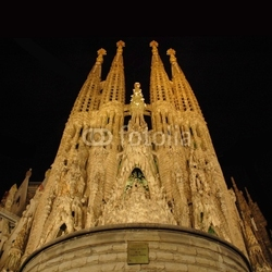 Fotoboard na płycie Sagrada familia w nocy barcelona, hiszpania