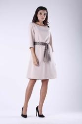 Beżowa sukienka rozkloszowana z paskiem panterka