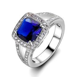 Srebrny pierścionek z kwadratowym granatowym kamieniem