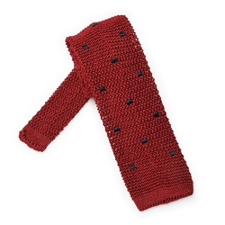Czerwony krawat knit w granatowe kwadraty