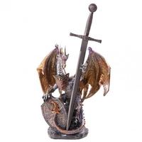 Smok z tarczą i stalowym mieczem - figurka fantasy