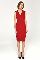 Czerwona elegancka dopasowana sukienka do kolan z dekoltem v