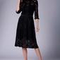 Czarna lekko rozkloszowana sukienka koronkowa ze stójką