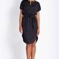 Czarna nowoczesna letnia sukienka z paskiem