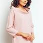 Różowa elegancka bluzka z szerokim niskim golfem