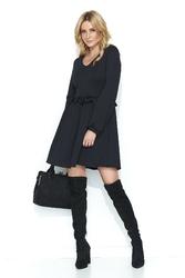 Czarna rozkloszowana sukienka z falbanką w pasie
