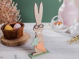 Ozdoba wielkanocna  figurka drewniana zając w okularach, z marchewką altom design 31 x 12 cm