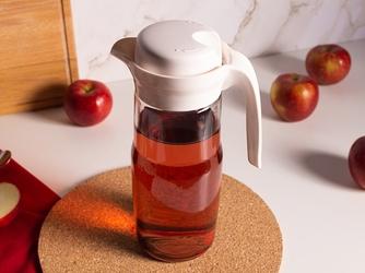 Dzbanek do wody i zimnych napojów szklany z pokrywką altom design 1,35 l kremowy