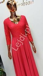 Malinowa sukienka wieczorowa z rozcięciem ukazującym nogę teresa