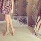 Obraz młoda kobieta odwraca lustro