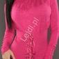 Różowy sweter z guziczkami na rękawach oraz sznurowaniem 025