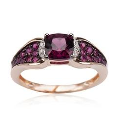 Staviori pierścionek z rodolitem. 6 diamentów, szlif achtkant, masa 0,016 ct., barwa h, czystość si1-i1. 18 rubinów, masa 0,37 ct.. 1 rodolit, masa 1,30 ct.. żółte złoto 0,585.