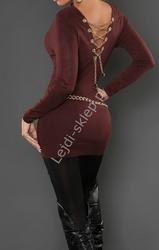 Sweter damski zdobiony złotym łańcuszkiem na plecach - czekoladowy brąz
