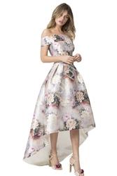 Jasno różowa sukienka w kwiaty z wydłużonym tyłem