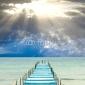 Obraz na płótnie canvas czteroczęściowy tetraptyk Niebieskie i białe molo idzie do morza