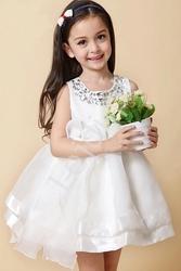 Biała sukienka dla dziewczynki z kryształkami