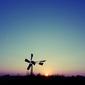 Fototapeta na ścianę mały wiatrak po zachodzie słońca fp 5937