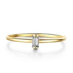 Staviori pierścionek. 1 diament, szlif bagieta, masa 0,05ct ct., barwa h, czystość si1. żółte złoto 0,585. szerokość obrączki ok. 1.2 mm. średnica korony ok. 4.8 mm.