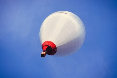 Podniebny balon - plakat premium wymiar do wyboru: 50x40 cm