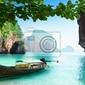Fototapeta łodzi na małej wyspie w tajlandii