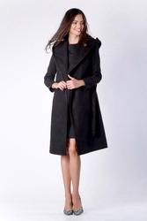 Elegancki czarny płaszcz z kapturem przewiązany paskiem