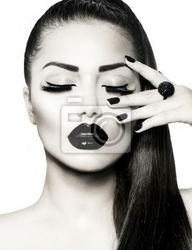 Obraz black and white brunette girl portret. trendy manicure caviar