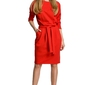 Czerwona sukienka z wiązanym paskiem w sportowym stylu
