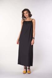 Czarna długa letnia sukienka na wiązanych ramiączkach
