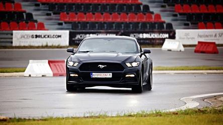 Jazda ford mustang - kierowca - poznań tor główny - 3 okrążenia