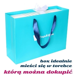 Zestaw prezentowy na wyjątkową okazję niebieski giftbox. zestaw 20 herbat różnego rodzaju i smaku 20x 58g, herbata czarna szczęście 120g, stylowy kubek, poręczny zaparzacz i czekolada