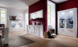 Prowansalski kredens z częściowo przeszklonymi drzwiami austin