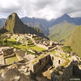 Obraz na płótnie canvas trzyczęściowy tryptyk machu picchu w pobliżu cusco, peru.