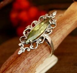 Bosu - srebrny pierścionek z oliwinem