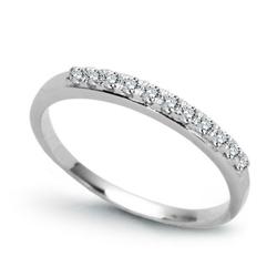 Staviori pierścionek. 11 diamentów, szlif brylantowy, masa 0,15 ct., barwa h, czystość si2. białe złoto 0,585. szerokość 4 mm.